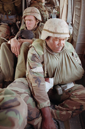Wounded American soldiers, border of Saudi Arabia and Iraq, 1991